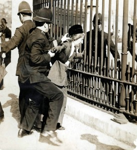 Women chaining themselves to outside of 10 Downing Street, 1908