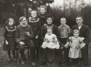Working Class Family - 1912