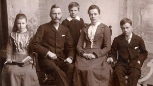 A typical Victorian family photo. No photos exist of Thomas or his family.